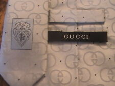 GUCCI 100 % SILK MADE IN ITALY SHEENY LIGHT GRAY BLACK DOTTED TIE NECKTIE