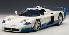 75801 AUTOart 1:18 Maserati MC12 Road Car Presentation White/Blue