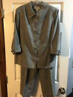 ALFRED DUNNER GRAY PANT SUIT WITH BLACK DIAMOND BUTTONS 12-14 PETITE