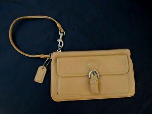 Wristlet Leather Zip Closure Silver Tone Flap Pocket Clutch Bag COACH