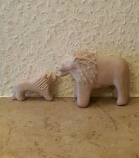 Löwen aus Speckstein .6,5 u. 3,2 cm hoch