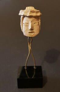 Ravissante tête précolombienne. Tlatilco, vallée de Mexico, 1150 à 550 avant JC.