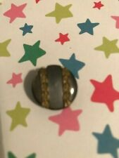 1 Vintage Mother of Pearl Button - Metal Floral Decoration