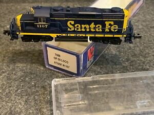 N Scale Life-Like 7088 ATSF Santa Fe Locomotive GP20 #1107