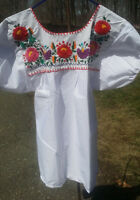 Puebla Mexican Blouse Top Shirt White Embroidered Flowers Floral Medium T