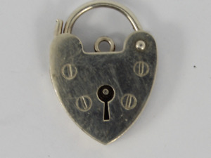 Vintage Heart Padlock Clasp Sterling Silver Ladies Stunning 925 2.1g Jc74