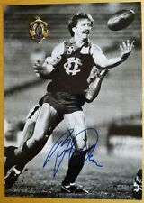 1981 BERNIE QUINLAN FITZROY HAND SIGNED B&W PHOTO & FREE REPLICA BROWNLOW MEDAL