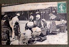CPA. LE TREPORT. 76 - MARCHANDES de MOULES. Vers 1910.