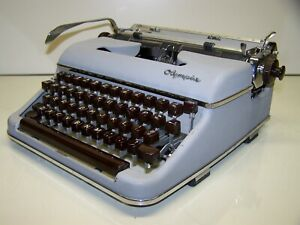 Antique 1958 Olympia SM3 Silver/grey DeLuxe Vintage Typewriter #1168343
