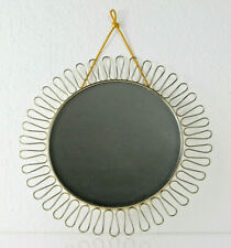 Mid Century Schlaufen Spiegel, goldfarbenes Metall,  Svenskt Tenn Ära, 32 cm
