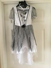 Halloween Bride costume with Veil - Girls age 7-8 - Good condition