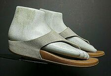 Women's FitFlop Beige Perforated Leather Thong Sandal Sz. 38/7 MINT!