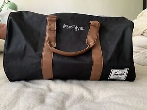 BNWT! HERSCHEL UNISEX Novel Duffle Bag 'The One And Only Ivan'