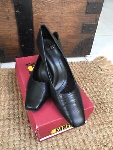 Vaneli Shoes Pumps Black Snake Print Leather 8.5 Bear NEW