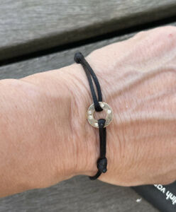 Joli Bracelet  Dinh  Van Cordon Cible Or 18 Carats Et Diamant Dinh V 660 Euros