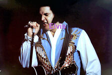 ELVIS PRESLEY IN BICENTENNIAL SUIT CONCERT TOUR PHOTO CANDID #1