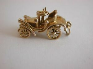 Vintage 1970s Solid  9ct Gold Car charm.