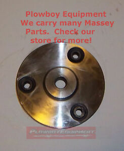 704812M93 Hydraulic Pump Adapter Plate for Massey Ferguson 135 150 245 35 50 65