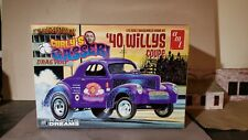 /'40 WILLYS Coupe  THREE STOOGES Charly/'s Gasser   Bausatz  amt  1:25  NEU