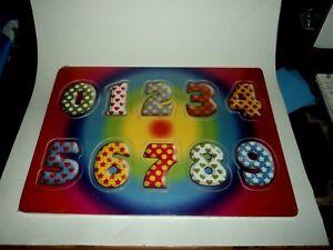 En Bois Nombre Puzzle Avec Assorti Image Sous Chaque Pièce Neuf En Plastique