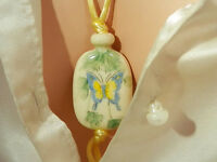 Beautiful Vintage 70s Avon Hand Painted Butterfly Necklace 52J5