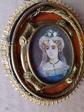 PEINTURE-Miniature-Portrait femme-en médaillon-cadre-Broche ancienne-painting