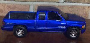 WELLY DODGE RAM QUAD CAB 1500 V8 SPORT 1:27 BLUE BRAND NEW