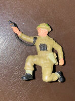 TOY SOLDIER KNEELING POSITION FIRING PISTOL VGC AS PICS OLD BRITAINS ?