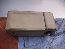 Mittelarmlehne creme mit Klappdeckel für Telefon Mercedes-Benz R107 SL USA, u.a.