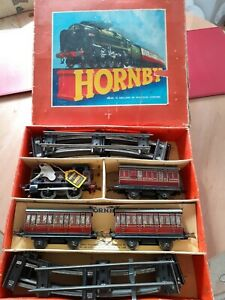 VINTAGE HORNBY 0 GAUGE No 41 CLOCKWORK TANK PASSENGER TRAIN SET