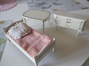 Weiße kleine Möbel