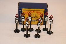 Matchbox Lesney Moko Major Pack 4 accessory Road signs 99% mint in box superb