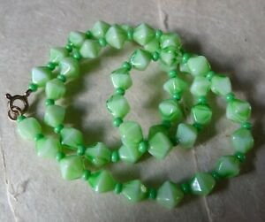 """vintage lime apple green glass bead necklace 17"""" -N215"""
