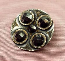 BOT-025 BUTTON. METAL CHISELED. SILVER COLOR. HEMATITESFRANCE(?). CIRCA 1850.