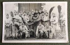 CPA. Carte Postale Photographique. Militaires. Soldats. Humour. Balais?