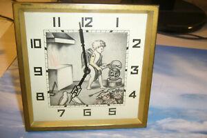 Schöne Art Deco Tischuhr12,5 x 12,5cm,der Arm mit Hammer ist der Sekundenzeiger