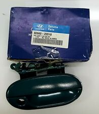 GENUINE HYUNDAI FRONT DOOR (RH) OUTSIDE HANDLE ASSEMBLY FOR ACCENT (1994-1999)