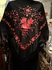 Dreiecksschal Manton Flamenco Andalus Schwarz/ Rot  Satinbestickt mit Fransen