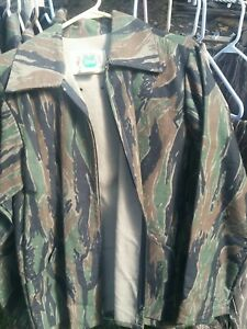 Ideal green tiger stripe Camouflage Coat in Mens Medium. Standing Timber. NWOT
