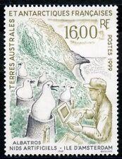 TIMBRE T.A.A.F. TERRES AUSTRALES NEUF  N° 243 ** NIDS ARTIFICIELS POUR ALBATROS