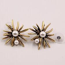 Anthropologie Dorada Elegante Spikes Starbust perlas blanco perlas Stud pendientes Nueva