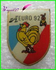 Pin's EURO 92 Mascotte un petit lapin rabbut et le coq Français  #634