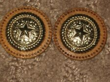 CHANEL 2 GOLD METAL CC LOGO FRONT brown WOODSY BUTTONS 30 MM  lot 2 DALLAS STAR