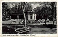 Bad Sulza Thüringen alte s/w Postkarte 1949 Partie an der Trinkhalle im Kurpark