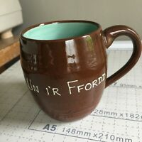 Vintage CARDIFF, WALES MUG CUP ceramic pottery UN I'R FFORDD Welsh saying BROWN