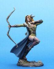 DARK SWORD MINIATURES - DSM7474 Female Ranger w/Bow
