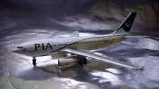 * Herpa Wings 526579  PIA Pakistan International Airbus A310-300 1:500 Scale