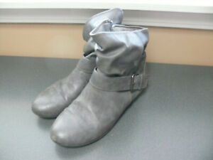 Boots Grey Size 9