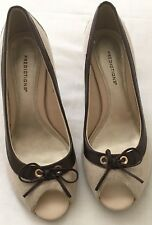 PREDICTIONS PUMPS PEEK A BOO TOE SHOE 8W WITH BOW LIGHT CANVAS DARK BROWN TRIM