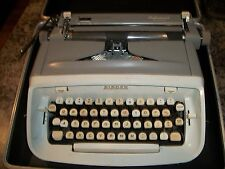 Vintage SINGER Professional Manual Typewriter Made in USA With Carry Case